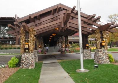 SentryWorld Clubhouse Entrance Fall